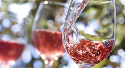alerte job de r u00eave   9000 u20ac pour boire du ros u00e9 dans un